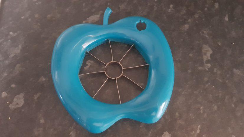 Apple slicer for rabbits